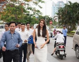 Phạm Hương xinh đẹp, cuốn hút tại sự kiện ở quê nhà