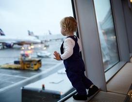 """6 mẹo giúp bố mẹ bay """"ngon lành"""" với trẻ chập chững biết đi"""