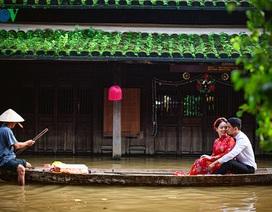 Bộ ảnh cưới đẹp ngỡ ngàng chụp trong mùa lũ Hội An