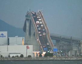 Lái xe qua một trong những cây cầu dài nhất, nguy hiểm nhất thế giới