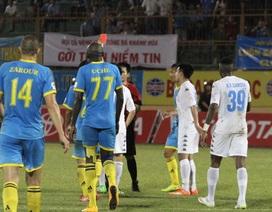 Đẩy ngã trọng tài, Văn Quyết bị loại khỏi tuyển Việt Nam