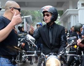 MC Anh Tuấn dẫn đầu đoàn mô tô di chuyển trước linh cữu nhạc sĩ Trần Lập