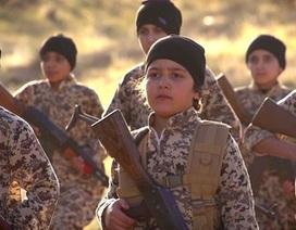 """""""Đạo quân trẻ mồ côi"""" của IS tung video dọa báo thù gây sốc"""