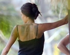 """Angelina Jolie lộ loạt hình xăm """"khủng"""" mới toanh"""
