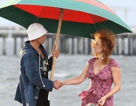 Justin Timberlake che ô cho Kate Winslet trên biển