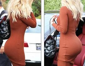 """Khloe Kardashian diện váy bó sát """"lộ"""" đường cong bốc lửa"""