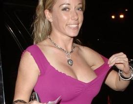Người mẫu Playboy lộ bụng rạn chằng chịt sau sinh