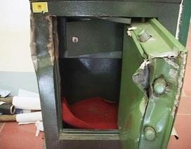 Nhân viên khò két sắt của công ty để trộm tài sản
