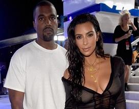 Kim Kardashian ở bên Kanye West trong thời điểm khó khăn nhất