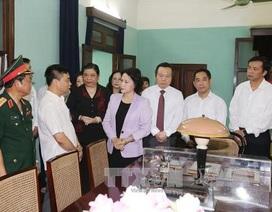 Đoàn Quốc hội dâng hương tưởng niệm Chủ tịch Hồ Chí Minh