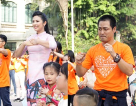"""Hoa hậu Ngọc Hân, MC Phan Anh cùng 3.000 bạn trẻ nhảy flashmob lan tỏa """"Tử tế"""""""