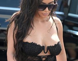 Kim Kardashian diện áo bốc lửa ra phố