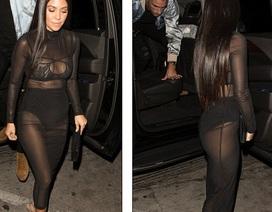 Kourtney Kardashian bốc lửa với váy voan mỏng