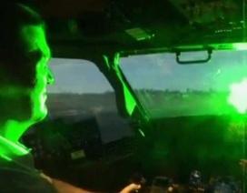 Phi công mất kiểm soát máy bay như thế nào khi bị chiếu đèn laser?