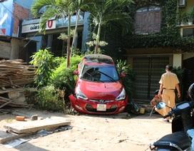 Người phụ nữ lùi ô tô, cả khu phố náo loạn, một người bị thương