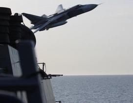 Vì sao Mỹ không bắn hạ máy bay Su-24 Nga liên tục áp sát tàu khu trục?