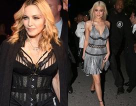 Madonna trẻ đẹp khi đi xem trình diễn thời trang cùng em cô Kim