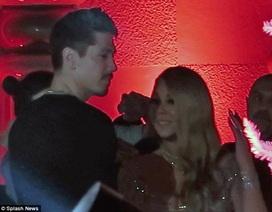 Mariah Carey lại thân thiết bên vũ công trẻ