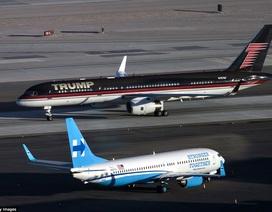 """Máy bay của Clinton và Trump """"chạm mặt"""" nhau ở Las Vegas"""