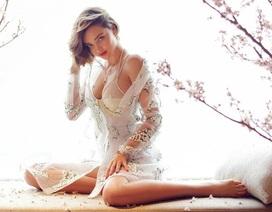 Cựu thiên thần nội y đẹp ngỡ ngàng trong lớp váy mỏng manh