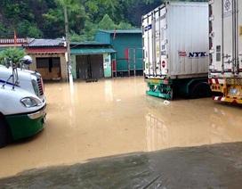 Mưa lớn bất thường, cửa khẩu Tân Thanh ngập nặng