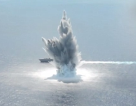 Tàu chiến Mỹ đứng vững trước sức ép của 4,5 tấn thuốc nổ