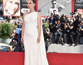 Natalie Portman lần đầu lộ bụng bầu