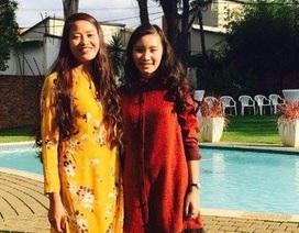 Hai nữ sinh xinh xắn kể chuyện đón Tết Việt ở Nam Phi