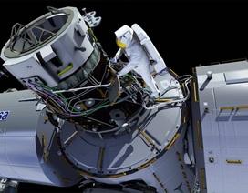 Hai phi hành gia của NASA thực hiện chuyến đi bộ ngoài không gian