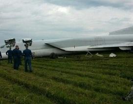 Máy bay ném bom của Nga gãy càng khi hạ cánh