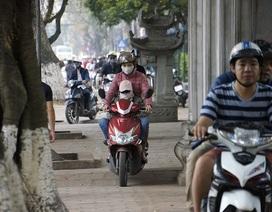 Đi môtô, xe gắn máy trên vỉa hè bị phạt tới 400.000 đồng