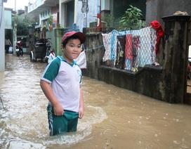 """Nước tràn vào nhà dân, xuất hiện hố """"tử thần"""" sâu 3 mét"""