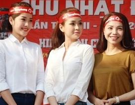 """Á hậu Diễm Trang cùng SV, nghệ sĩ tham gia hiến máu """"Chủ nhật đỏ"""""""