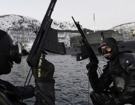 """Xem người nhái Hạm đội Biển Bắc của Nga """"xuất quỷ nhập thần"""""""