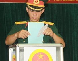 Hơn 300 cử tri lực lượng vũ trang bầu cử sớm ở đảo Lý Sơn
