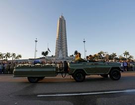 """Tro cốt của lãnh tụ Fidel Castro bắt đầu hành trình vượt 800km trở về """"cái nôi"""" cách mạng Cuba"""