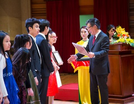 Nhiều học sinh dân tộc trường âm nhạc nhận học bổng tài năng