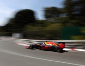 Ricciardo có pole tại chặng đua đường phố