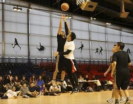 8 đội bóng rổ nghiệp dư Việt Nam và Pháp tranh giải tại Paris