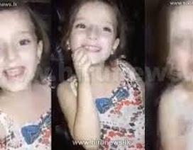 Xót xa hình ảnh bé gái Syria ca hát trước khi ngôi nhà bị dội bom