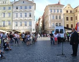 Míttinh tại Séc ủng hộ phán quyết của PCA về Biển Đông