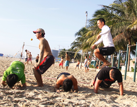 Lớp học luyện thể lực miễn phí trên biển