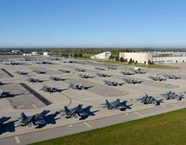 Xem tiêm kích tàng hình F-22 của Mỹ đi tránh bão Matthew