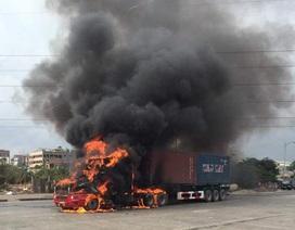 Xe container cháy rụi đầu khi đang lưu thông