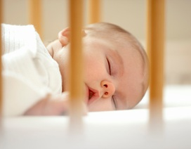 Cần đặt trẻ sơ sinh đúng cách để tránh tai biến