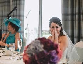 Nhờ học sinh hát trong đám cưới, thầy giáo làm vợ bật khóc