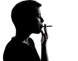 Trẻ tiếp xúc với khói thuốc lá có thể sớm bị bệnh tim