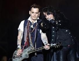 Ly dị vợ, Johnny Depp càng phấn khởi đi tour