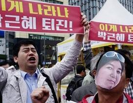 """Thượng tầng chính trị Hàn Quốc chao đảo vì một bà """"phù thủy"""""""