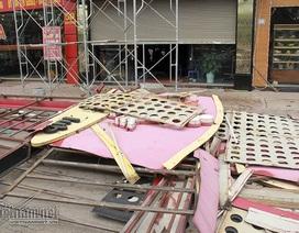 Biển karaoke khủng rơi lả tả ở Hà Nội